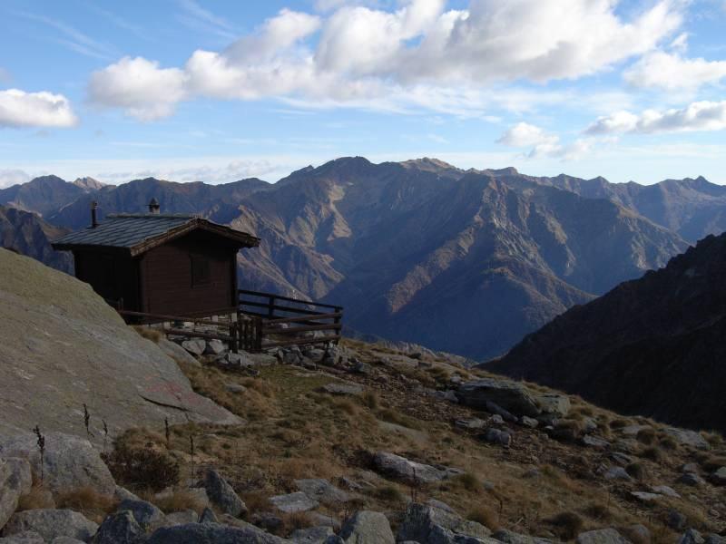 La bella casetta del Guardiaparco poco sopra il Lago Lazin