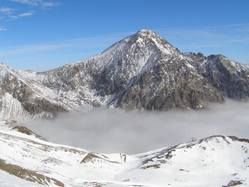 Lo Chaberton emerge dalla coltre di nubi