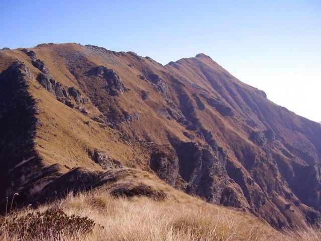la vaccarezza vista dal croass e la lunga cresta che le unisce
