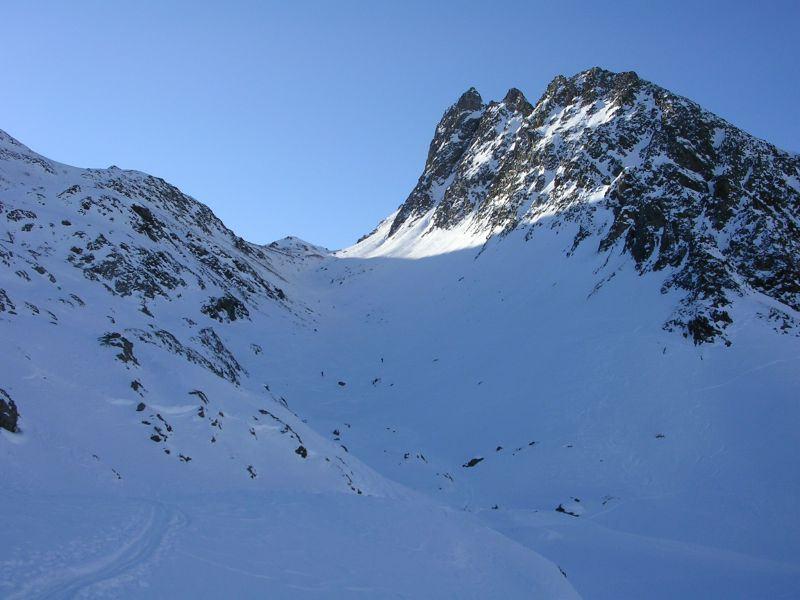 il vallone superiore e in fondo la cima