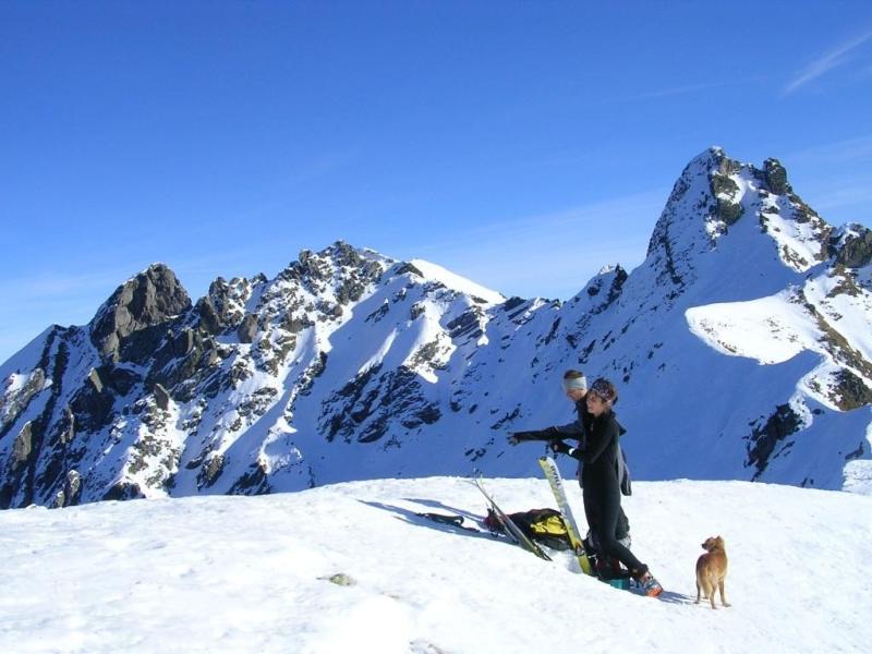 Sulla cima del Salmurano. sullo sfondo, in centro, il Ponteranica Occidentale - by Joe