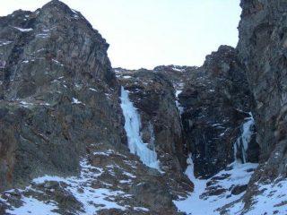 a sinistra Ala di Gelo a destra Budello di Mambo