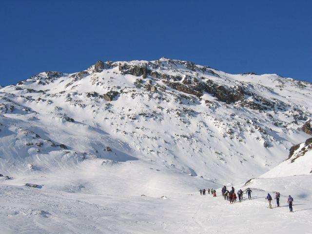 L'ArpVieille: sulla sinistra l'itinerario di salita.
