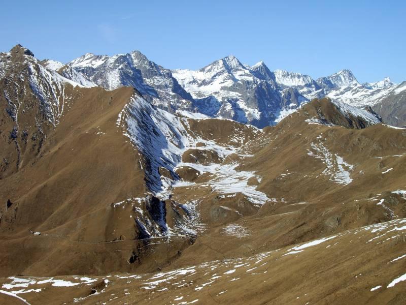 Alpe Portia, Adois, Grifone. Sfondo: Lera, Croce Rossa, Arnas, Bessanese, Albaron