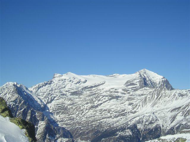 Salendo alla cima Verosso vista sul Breithorn e Monte Leone