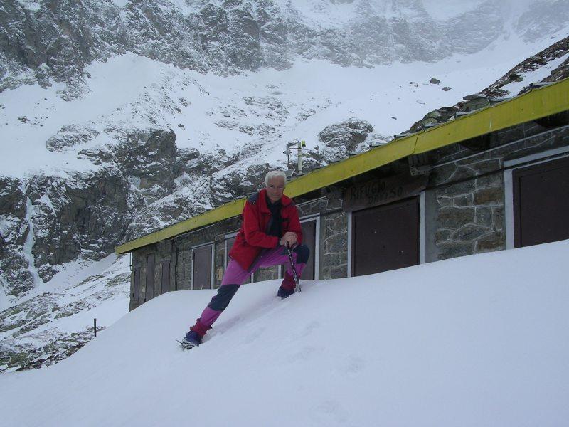rifugio invernale agibile, altri ingressi coperti da un metro di neve