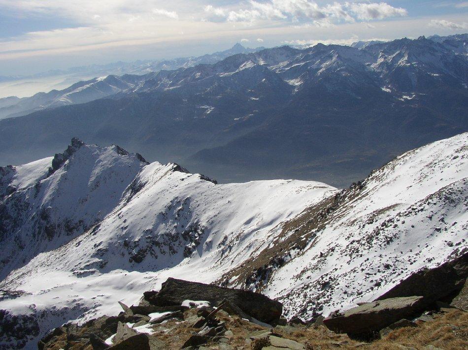La cresta percorsa in salita dal colletto della Patanua.