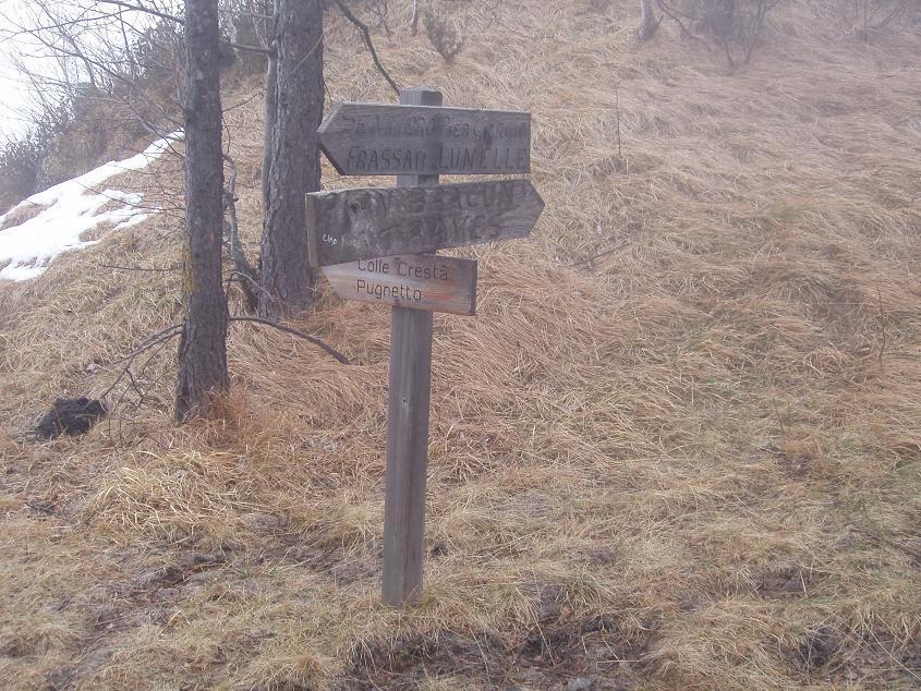 le indicazioni lungo il Sentiero Frassati per le Lunelle