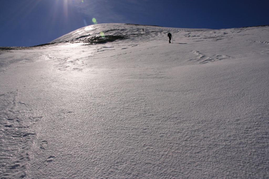 salendo lungo i pendii del versante NO del Cusna (4-3-2007)