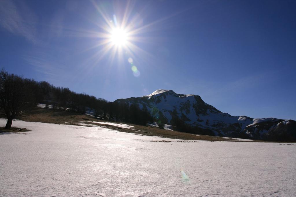 il Monte Cusna e il sole...dai Prati di Sara (4-3-2007)