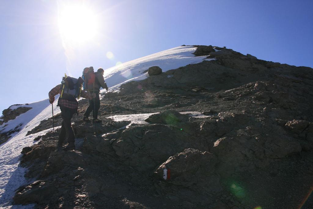 salendo lungo la cresta Nord del Cusna (4-3-2007)