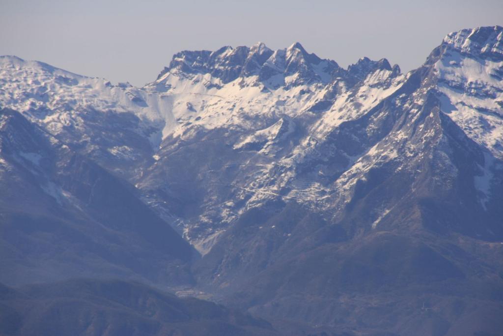 panorami dalla cima : Monte Cavallo (Apuane) (4-3-2007)