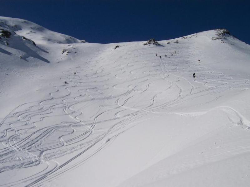 qui la neve permette ottimo divertimento