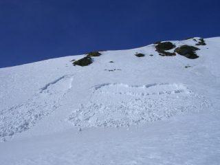 Piccoli smottamenti di neve fradicia, staccati al mio passaggio
