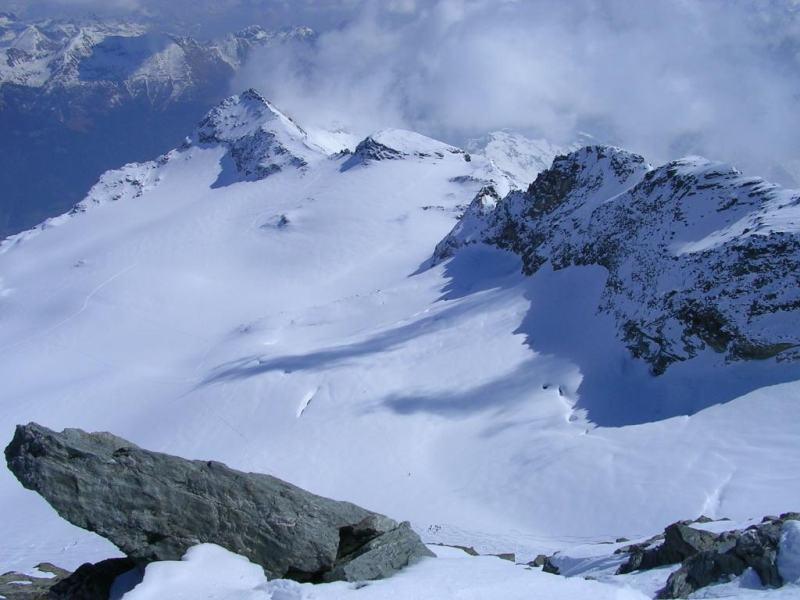 Dalla cima guardando il ghiacciaio e il P.zo Canciano