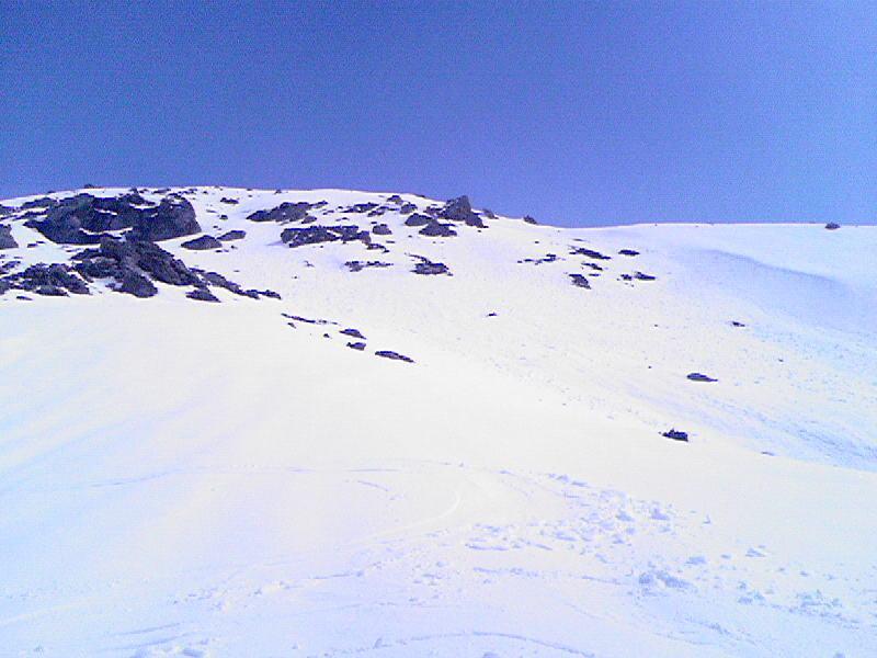 Discesa in mezzo a roccette dal colle della Rognosa verso la valle Argentera
