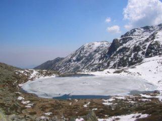 Il lago Sottano ancora parzialmente gelato