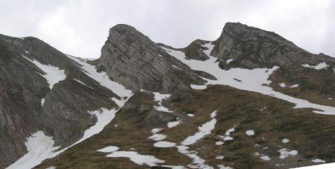Pizzo di Camarda dallo stazzo di Solagne - evidenti i due canali di Nord Est