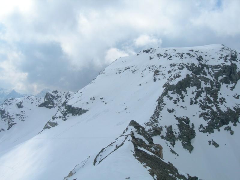 Primi nuvoloni sulla vetta del Mont Roux