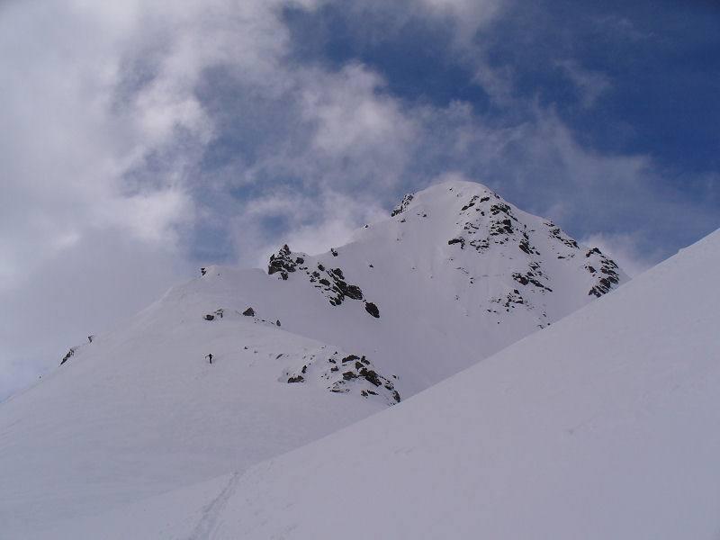 La cresta finale carica di neve recente e pesante