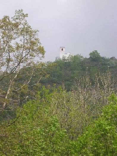 La bella chiesetta di Chasteiran come appare salendo da Roure