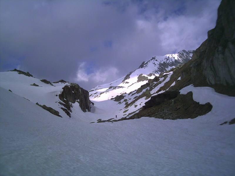il vallone e sullo sfondo la cresta