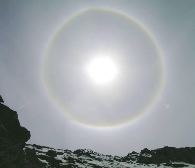 Il sole coronato della discesa