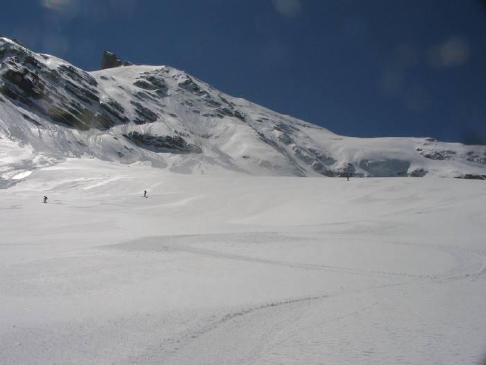 firn primaverile perfetto, con neve e ghiacciai luccicanti durante la discesa di oggi