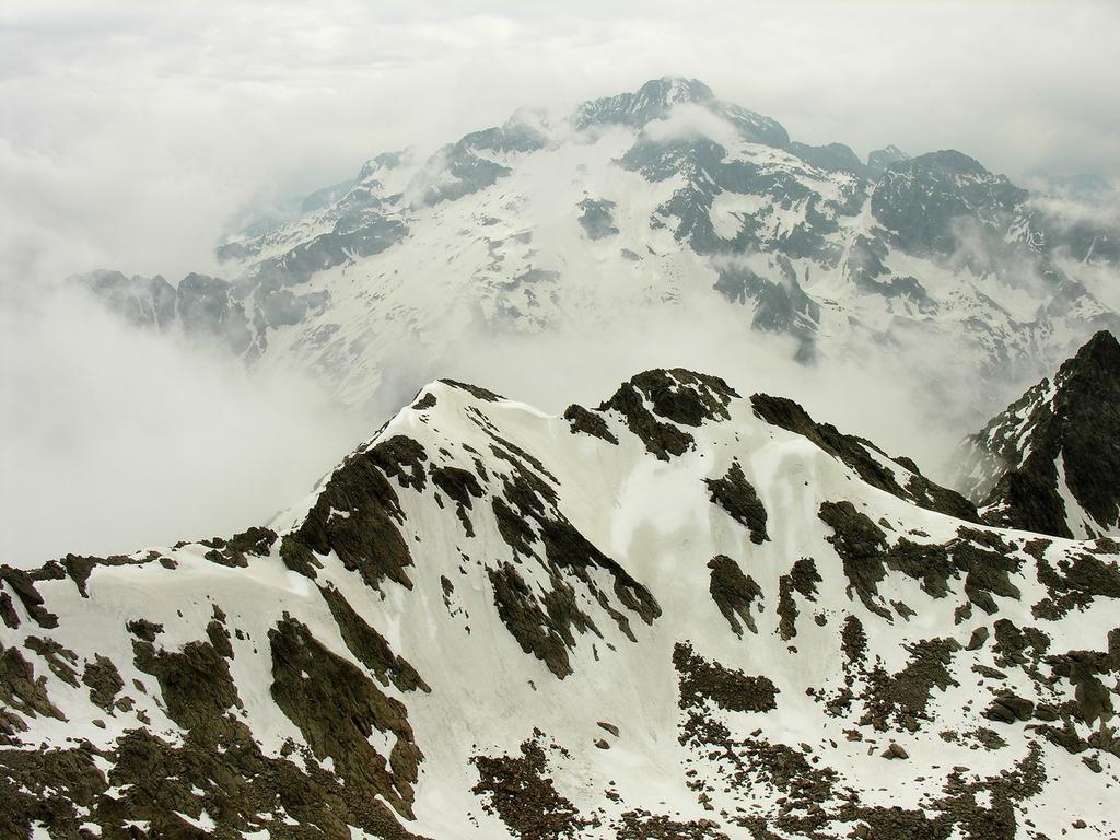 Panorami osservati dalla cima : Monte Gelas m. 3143 (20-5-2007)