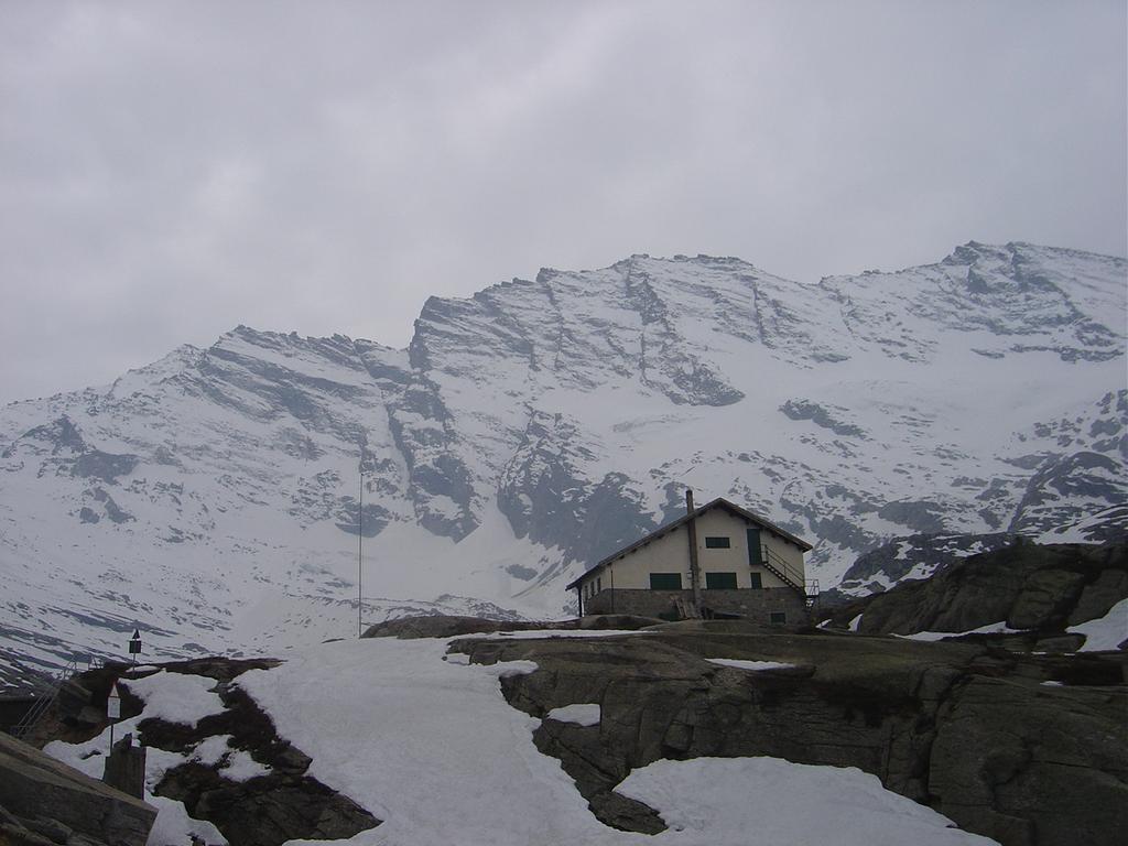 Rifugio Jervis 2250 m