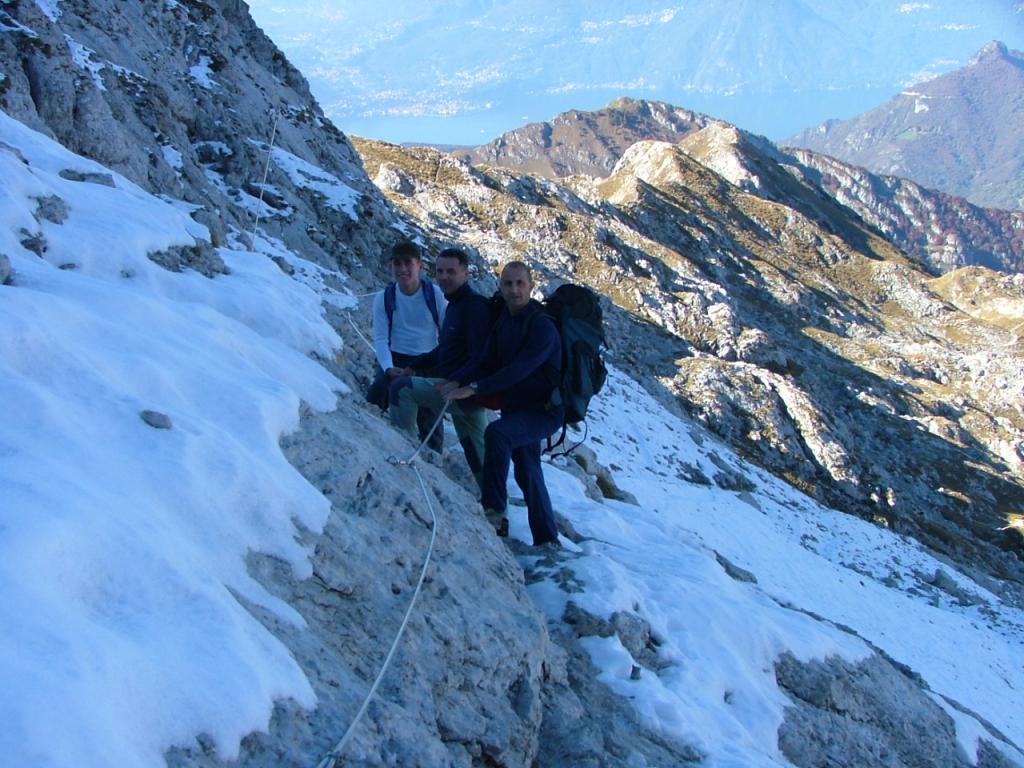 neve al ritorno verso il rifugio bogani bellissimo giro ad anello