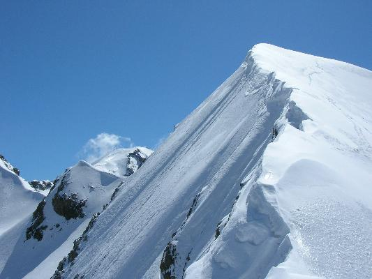 la cresta della Chalanson scendendo. sullo sfondo la Ciamarella