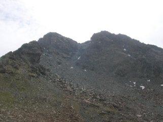 Punta Nord (sinistra) e Sud (destra) dell'Orsiera viste dal Colle