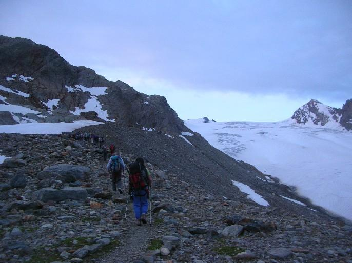 ore 5.30 in marcia verso il ghiacciaio