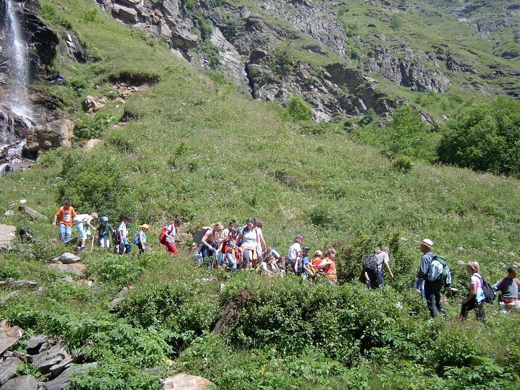 La comitiva è giunta alla cascata