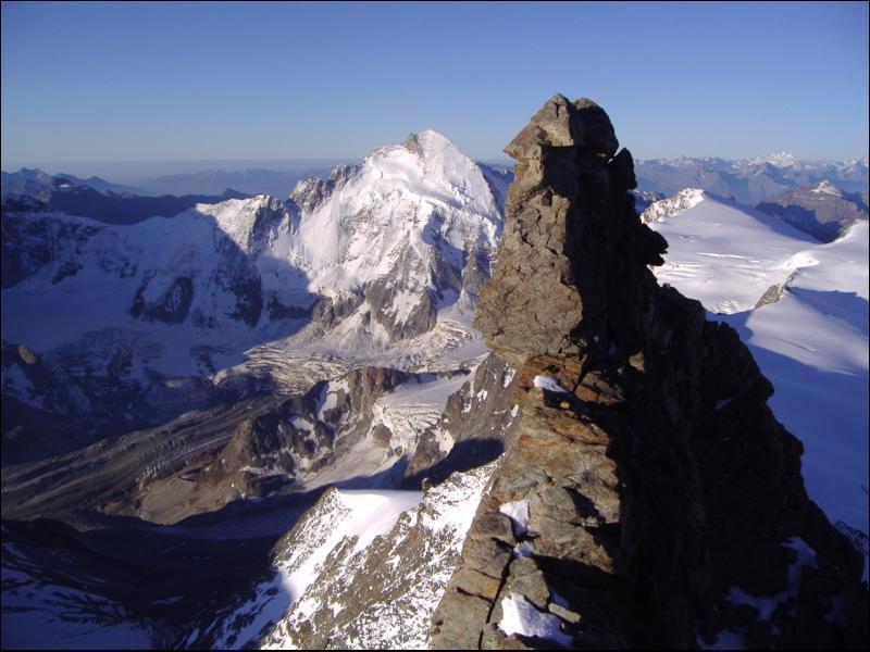 Salendo la cresta Sud...vista super sulla Dent D'Herens