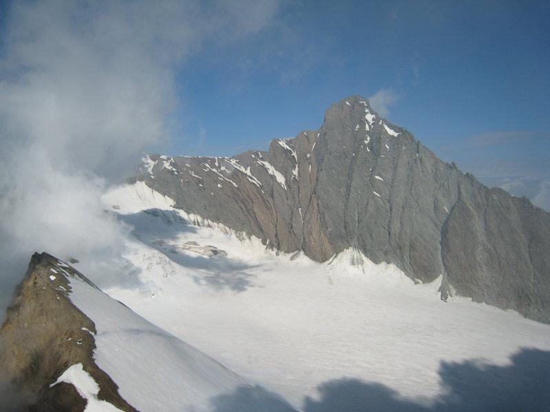 Punta Nera e Grivola viste dalla cima della Rossa