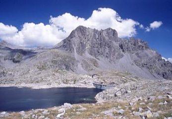 Il versante meridionale del Cornone di Blumone dai pressi del rifugio Tita Piazzi (Lago della Vacca)