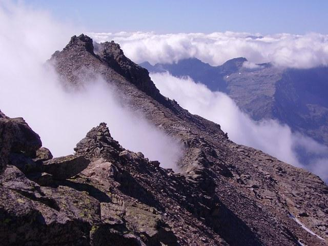 la cima courmaon vista dalla cuccagna prima di essere avvolta nella nebbia