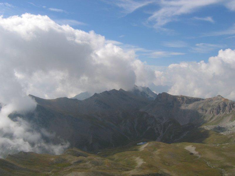 Uno sguardo verso la Val Maira con il lago Autaret