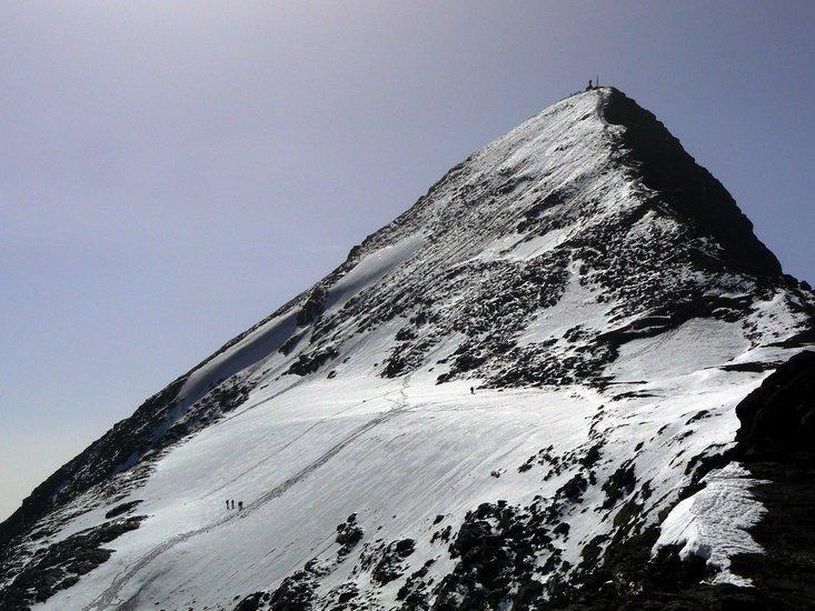 La vetta e la cresta finale. Qualcuno è salito anche sulla lingua ghiacciata.