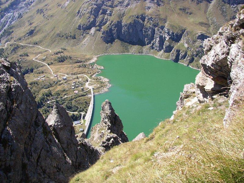 Lago di Cignana dal sentiero che porta alla cima.