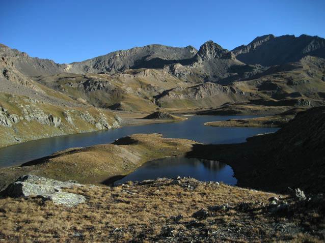 Il lago Leitaz e sullo sfondo la punta di Leynir e la Tau Blanc