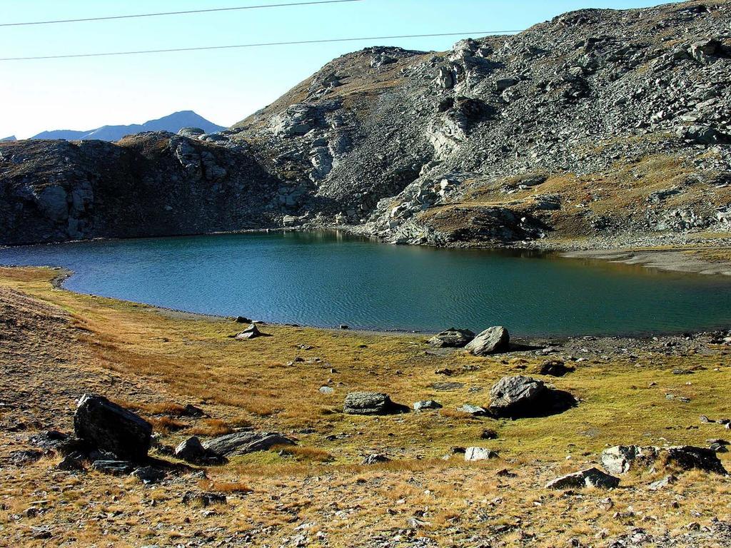 Lago mediano di Pontonnet visto dal sentiero che conduce al Col Fenis (9-9-2007)