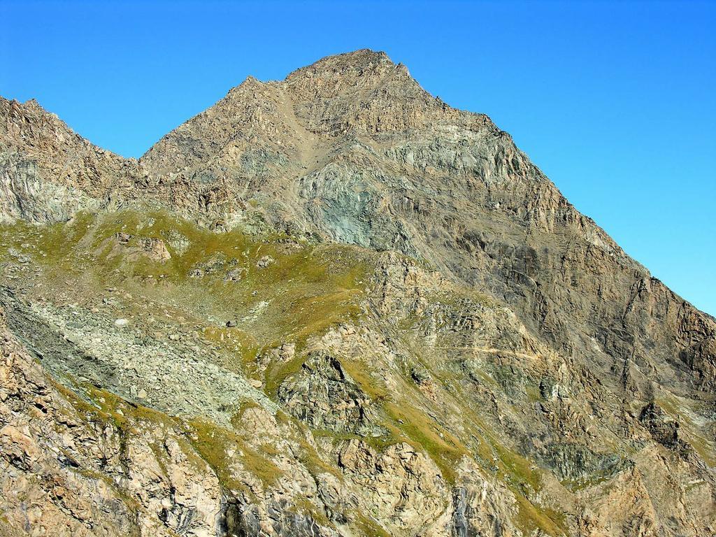 la Punta Tersiva m. 3512 osservata dal Col Fenis (9-9-2007)