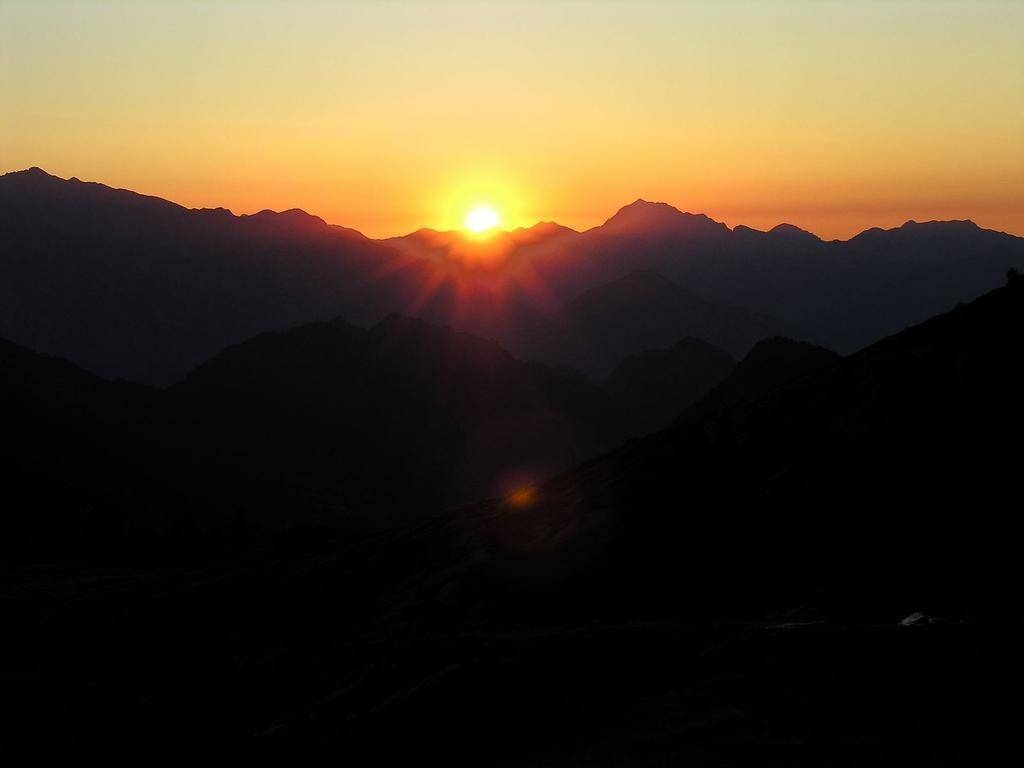 uno splendido tramonto osservato dal Rifugio Dondena (8-9-2007)