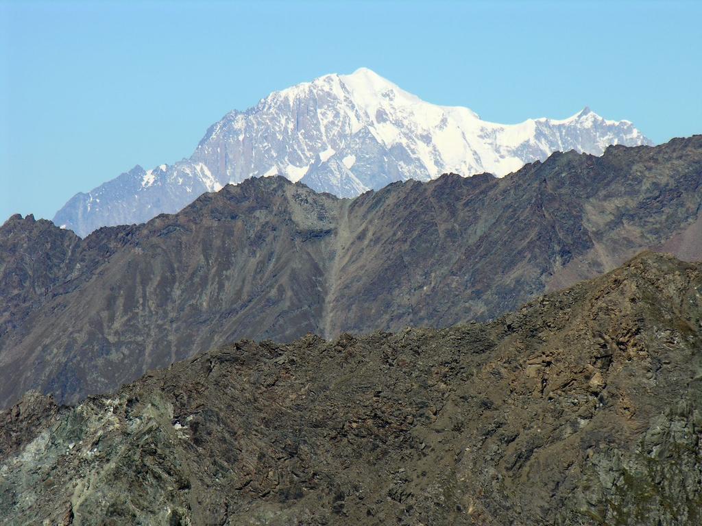 panorami osservati dalla cima : sua maestà il Monte Bianco m. 4810 (9-9-2007)