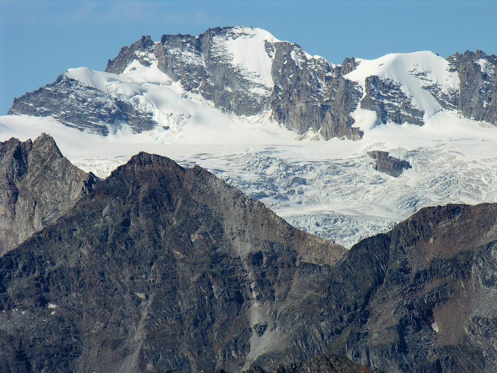 panorami osservati dalla cima : Gran Paradiso m. 4061 (9-9-2007)
