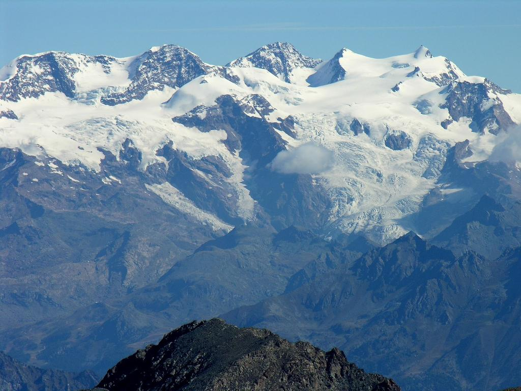panorami osservati dalla cima : Gruppo del Monte Rosa, dal Lyskamm Occidentale alla Punta Gnifetti (da sinistra a destra) (9-9-2007)