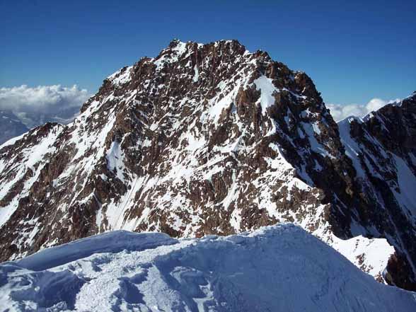 Dalla vetta Zumstein visibile salita cresta Rey e cresta di discesa